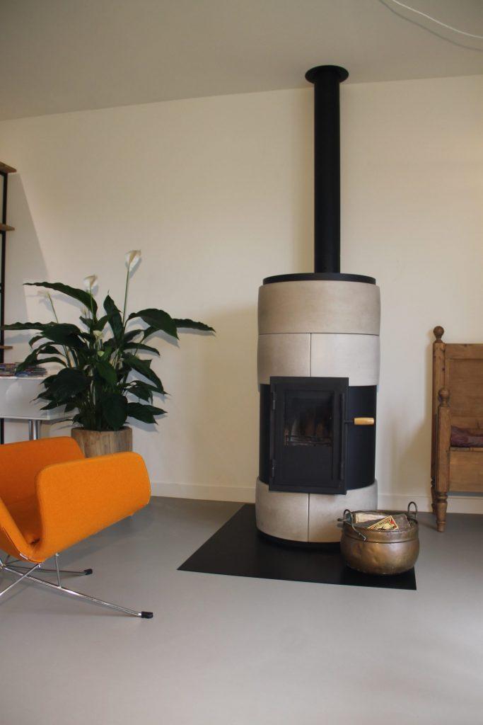 Schone houtkachel met stralingswarmte, hoog rendement